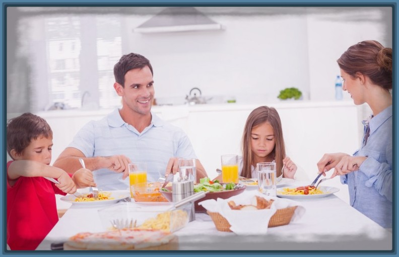 imagenes-de-familia-comiendo.jpg