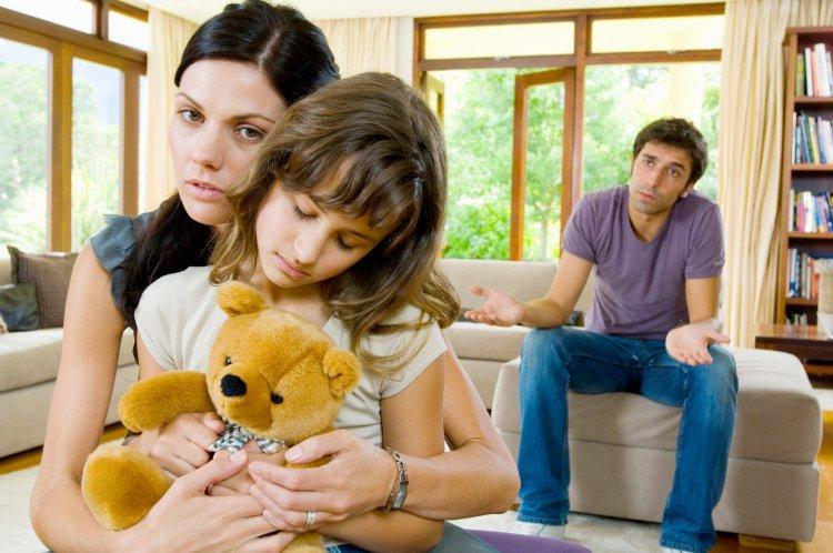 madres-separan-a-sus-hijos-de-su-padre